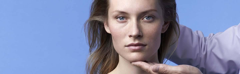 laroche posay hjemmeside bunntekst modell høyre dermato